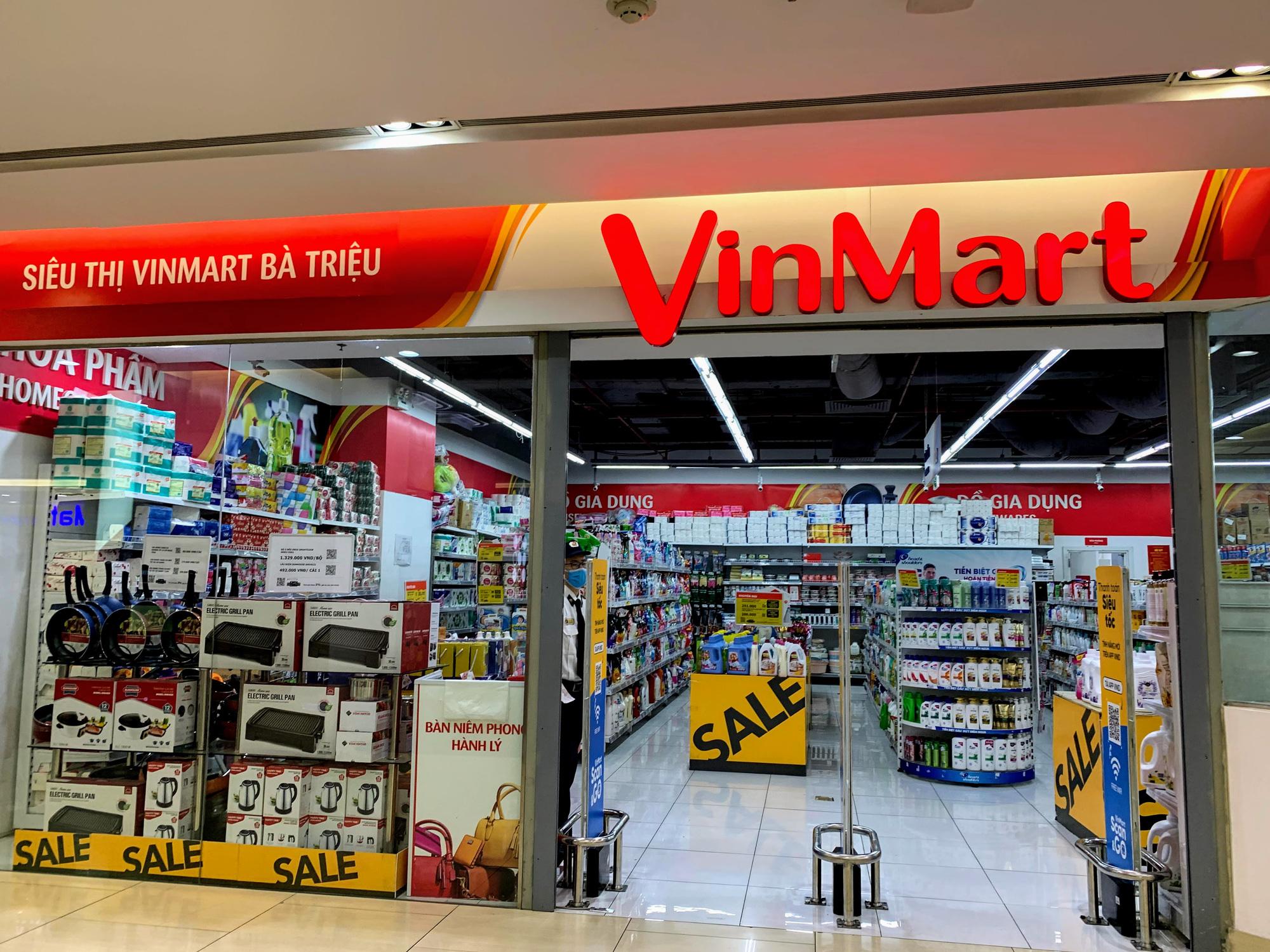 Hàng hoá trở lại đầy ắp trong siêu thị, người dân thảnh thơi mua sắm - Ảnh 5.