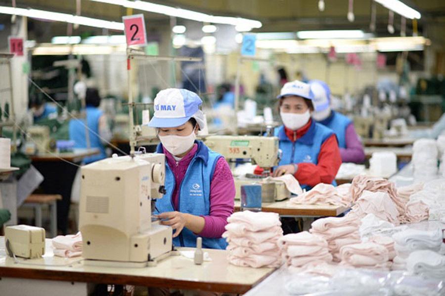 Ngân hàng Thế giới dự báo đại dịch Covid-19 khiến tăng trưởng GDP Việt Nam giảm còn 4,9% - Ảnh 2.