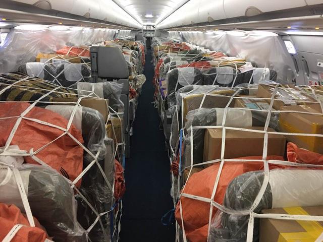 Ngừng chở khách tới Việt Nam, máy bay chật kín hàng hóa - Ảnh 1.