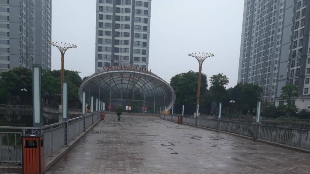Phạt 28 người ra ngoài không lí do ở khu chung cư Times City Hà Nội - Ảnh 2.