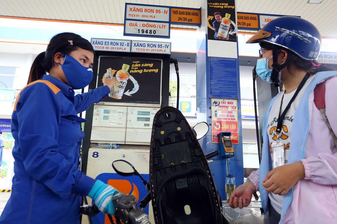 PVN 'khẩn thiết kiến nghị' hạn chế tối đa hoặc cấm nhập khẩu xăng dầu vì dịch Covid-19 - Ảnh 2.