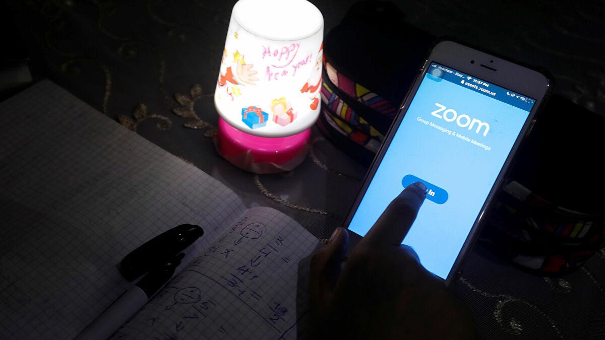 Singapore cấm giáo viên sử dụng Zoom dạy học trực tuyến sau một loạt các 'sự cố rất nghiêm trọng' - Ảnh 1.