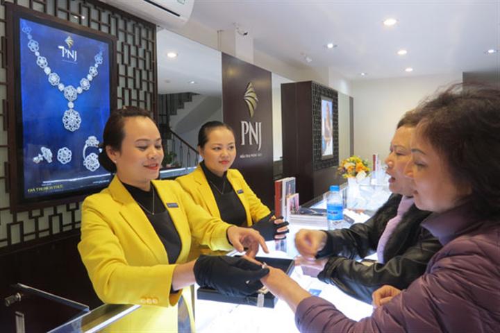 Đóng cửa gần 300 tiệm vàng vì dịch Covid-19, doanh thu PNJ giảm ngay 39% - Ảnh 1.