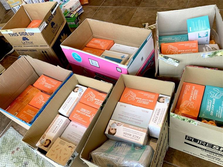 Người Việt tại Mỹ sản xuất, ủng hộ hàng ngàn khẩu trang, găng tay cho bệnh viện - Ảnh 2.