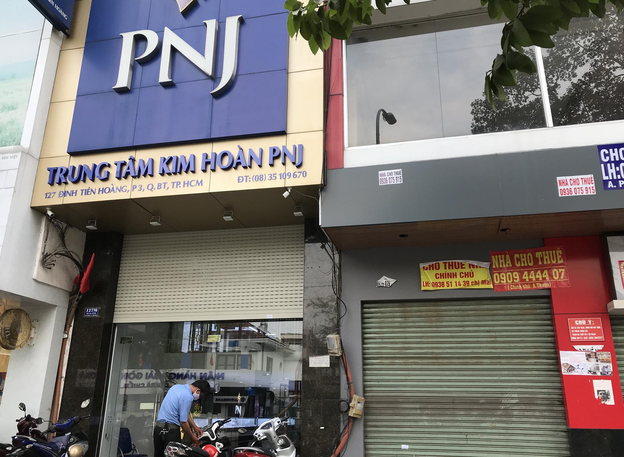 Cửa hàng, quán ăn Sài Gòn nín thở chờ lệnh cách li xã hội - Ảnh 4.