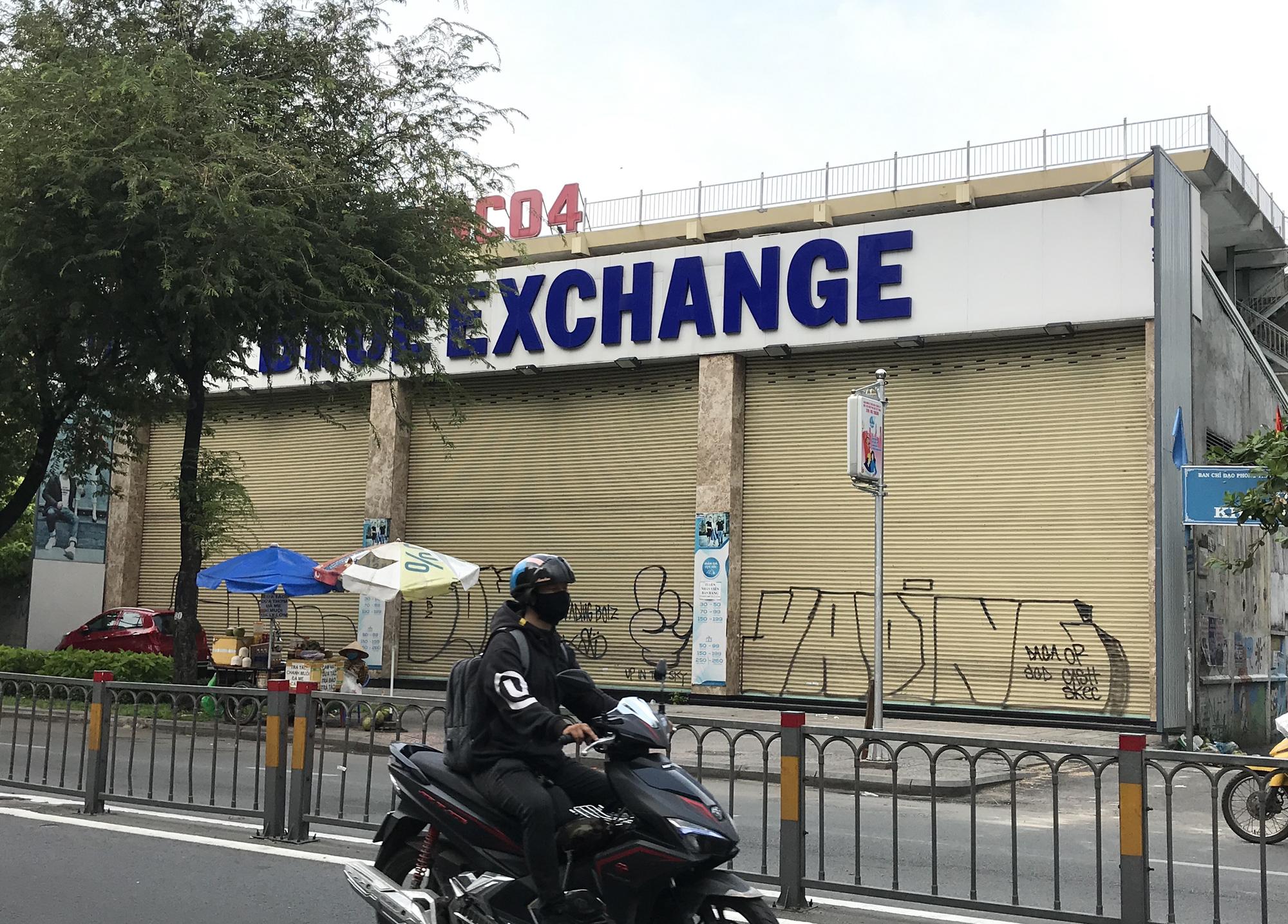 Cửa hàng, quán ăn Sài Gòn nín thở chờ lệnh cách li xã hội - Ảnh 8.