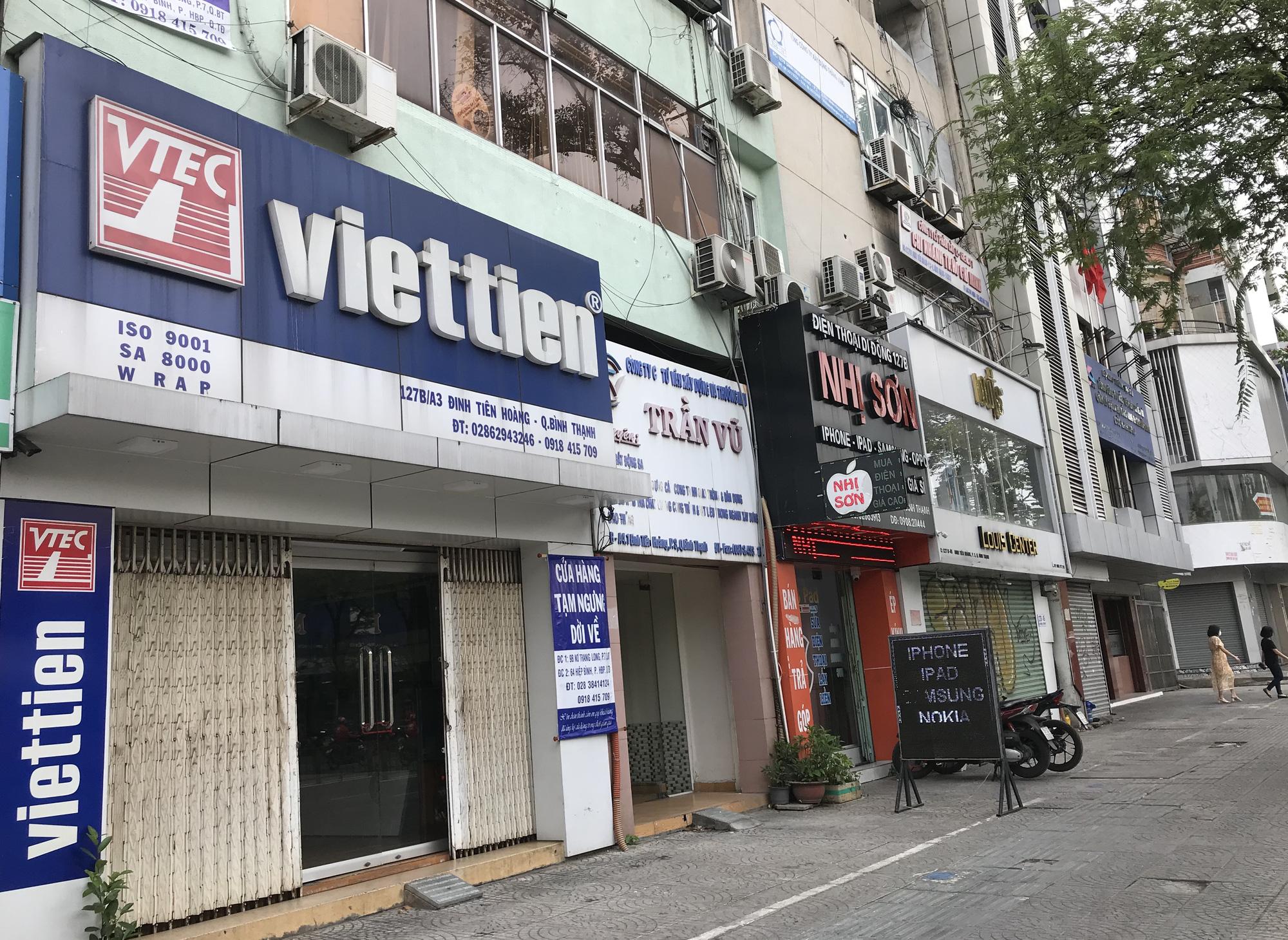 Cửa hàng, quán ăn Sài Gòn nín thở chờ lệnh cách li xã hội - Ảnh 3.