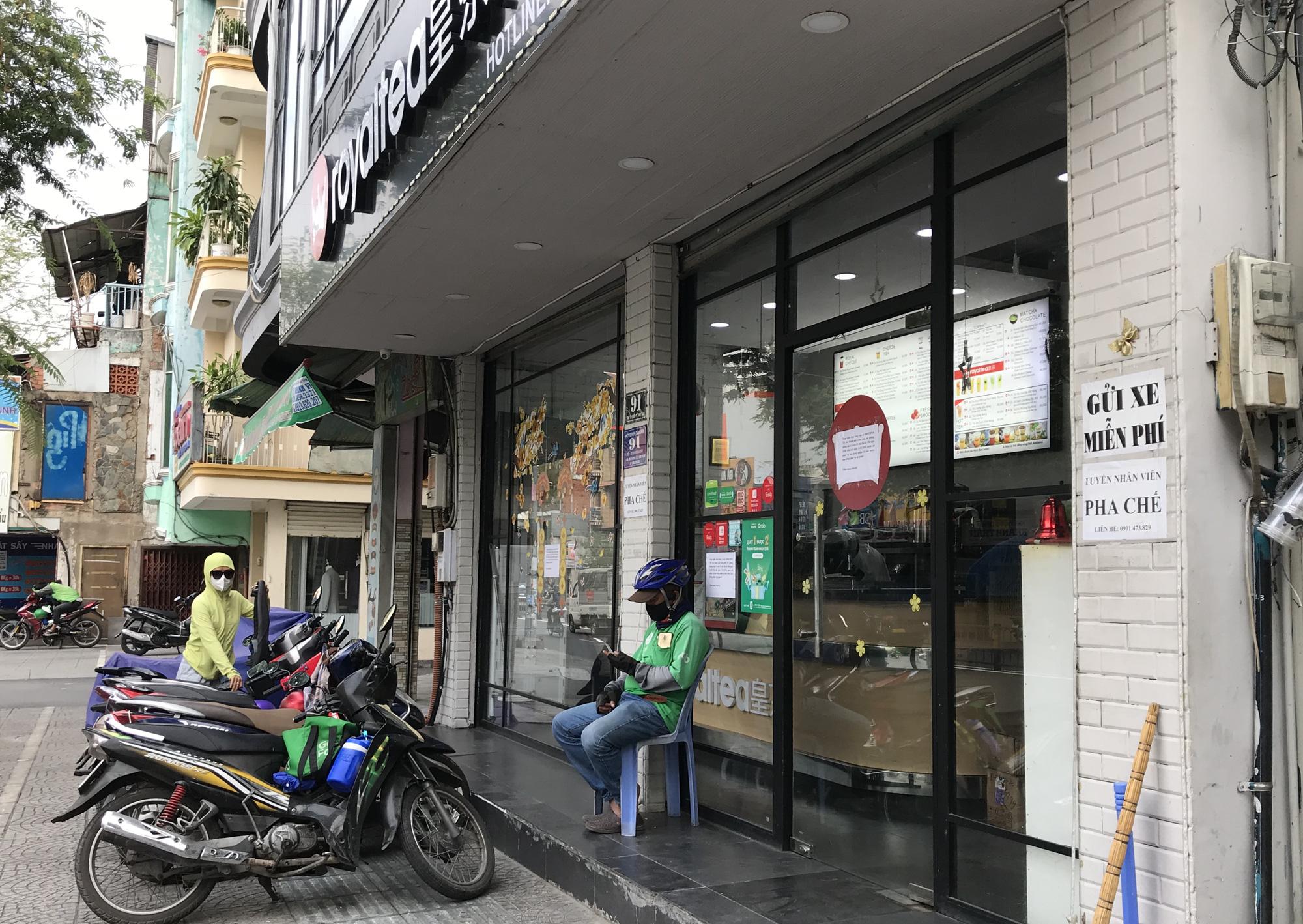 Cửa hàng, quán ăn Sài Gòn nín thở chờ lệnh cách li xã hội - Ảnh 10.