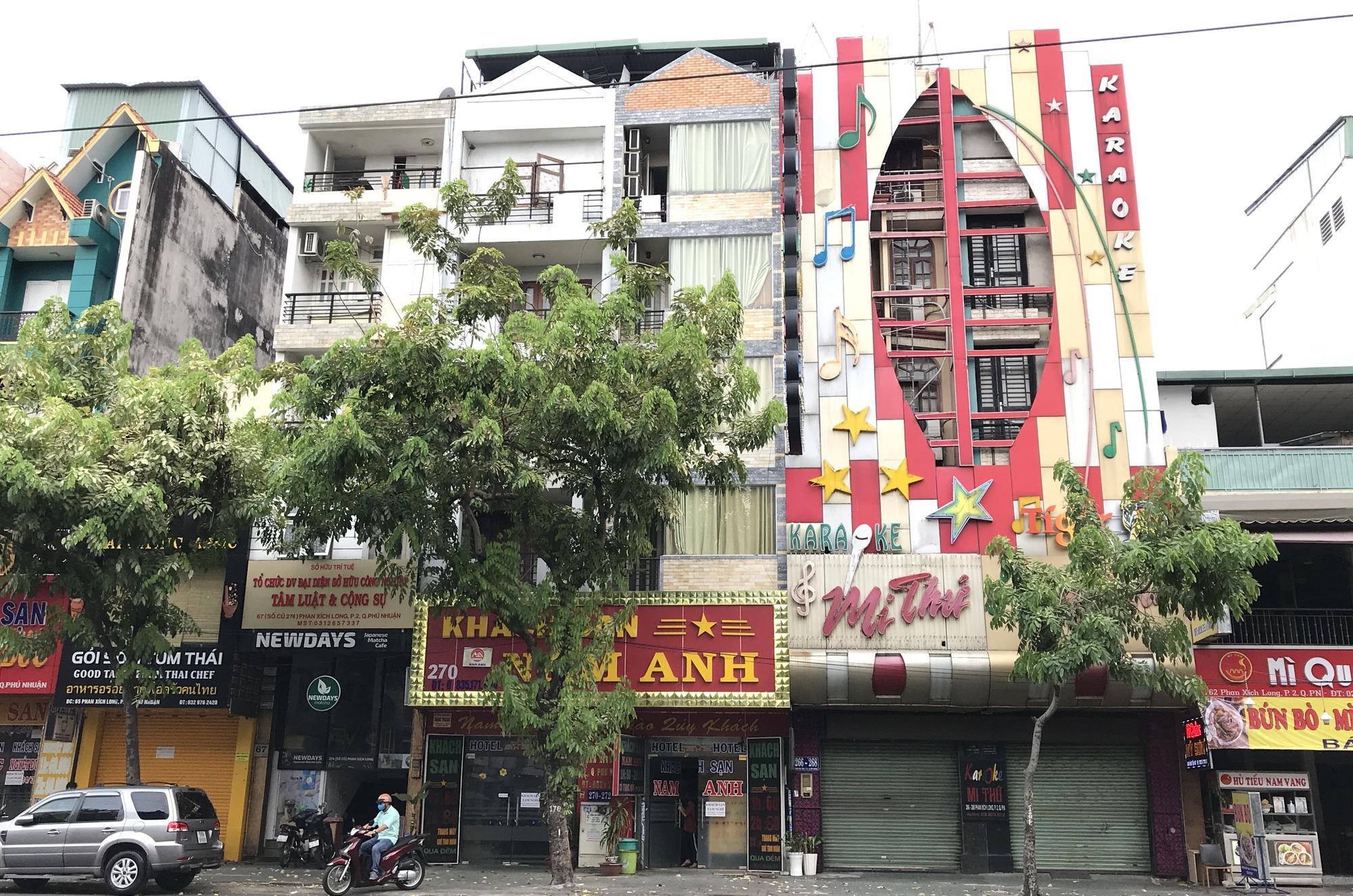 Cửa hàng, quán ăn Sài Gòn nín thở chờ lệnh cách li xã hội - Ảnh 1.