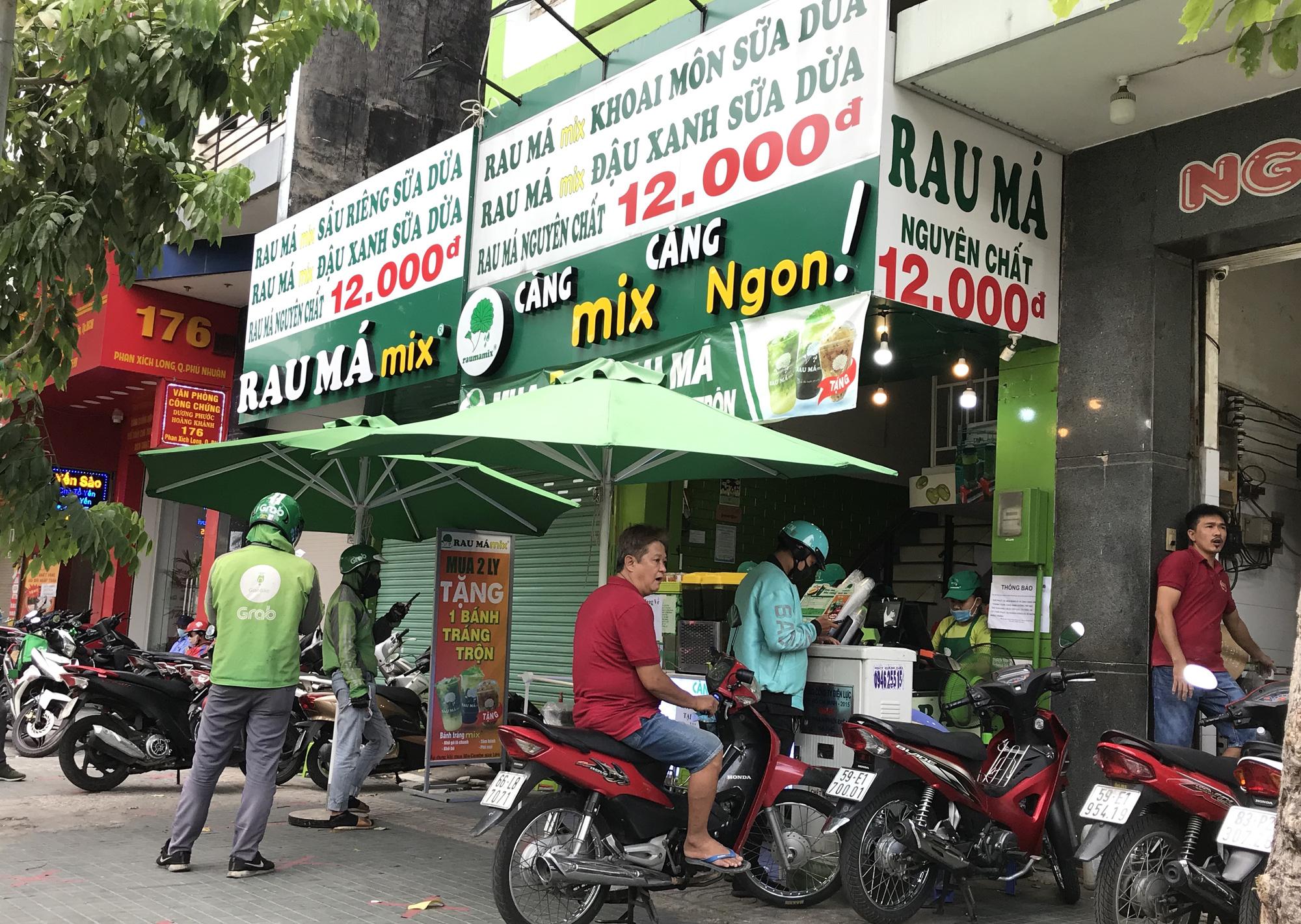 Cửa hàng, quán ăn Sài Gòn nín thở chờ lệnh cách li xã hội - Ảnh 11.