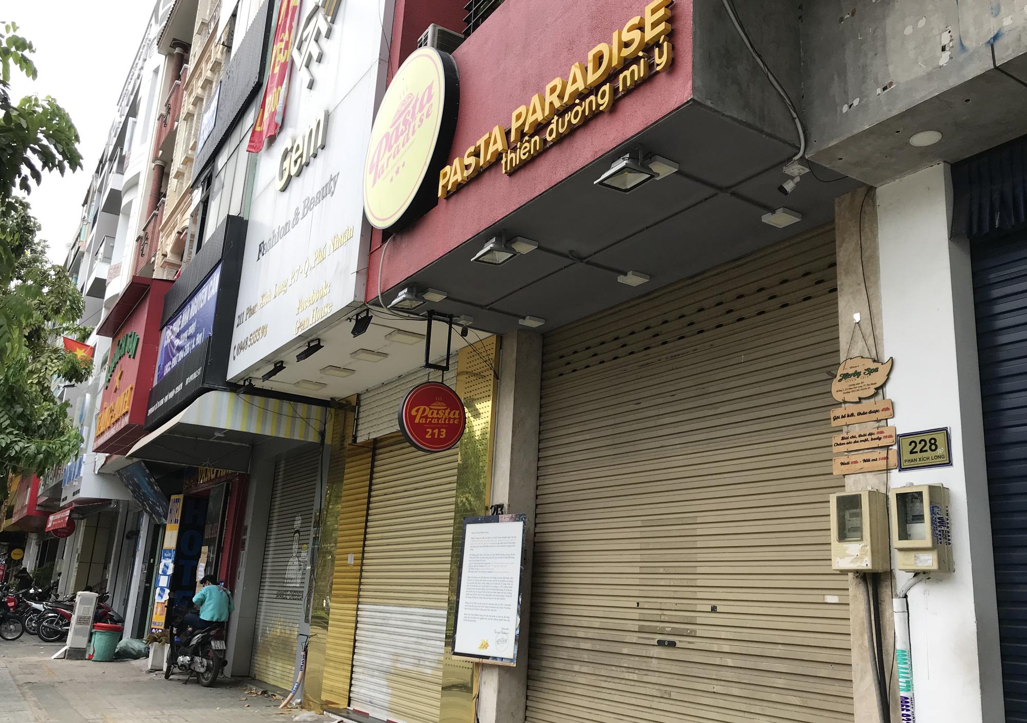Cửa hàng, quán ăn Sài Gòn nín thở chờ lệnh cách li xã hội - Ảnh 7.