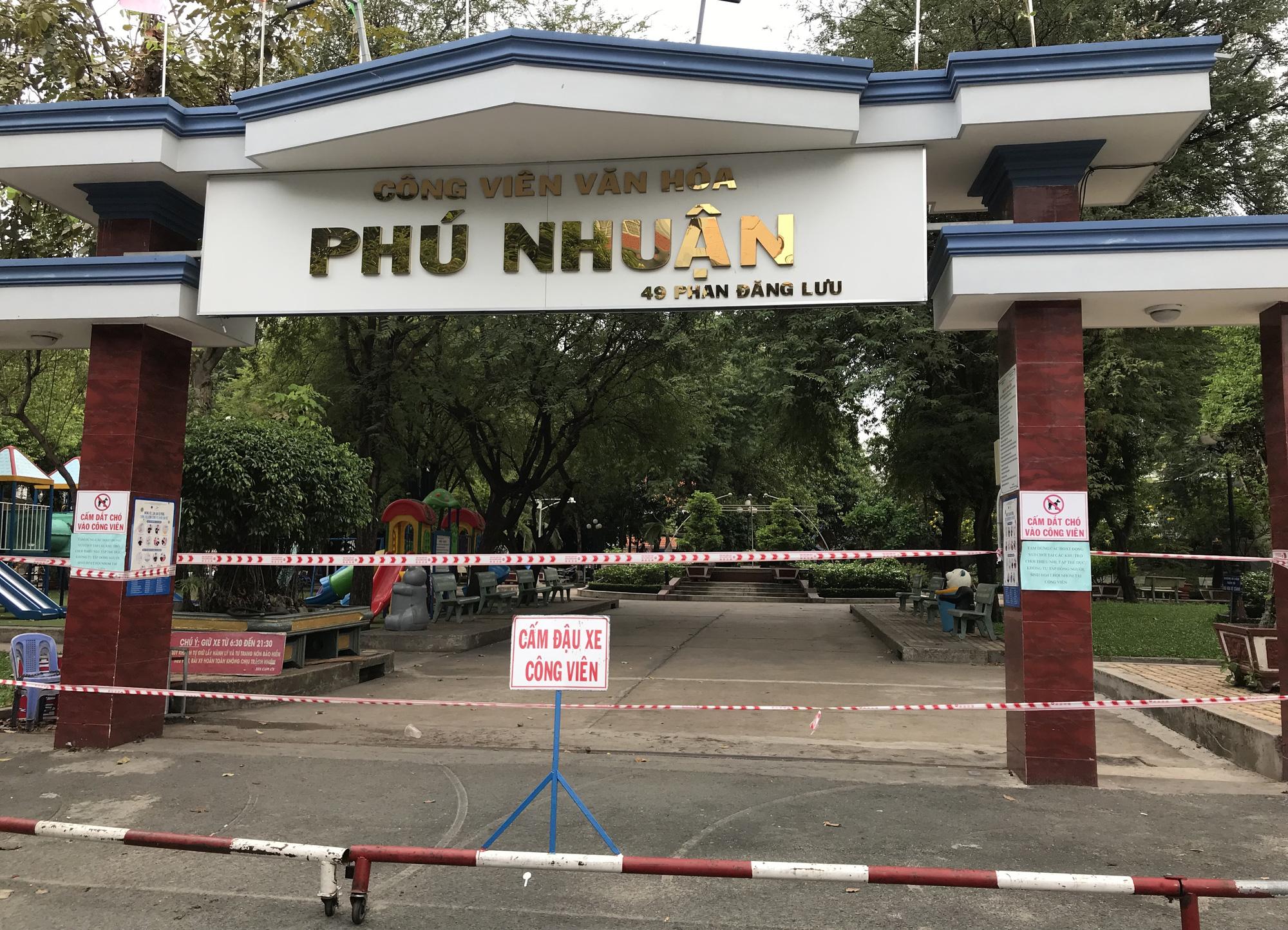 Cửa hàng, quán ăn Sài Gòn nín thở chờ lệnh cách li xã hội - Ảnh 14.