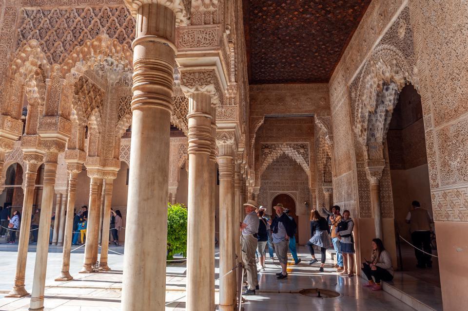 Khám phá 7 di sản UNESCO nổi tiếng thế giới ngay tại nhà trong mùa dịch Covid-19 - Ảnh 2.