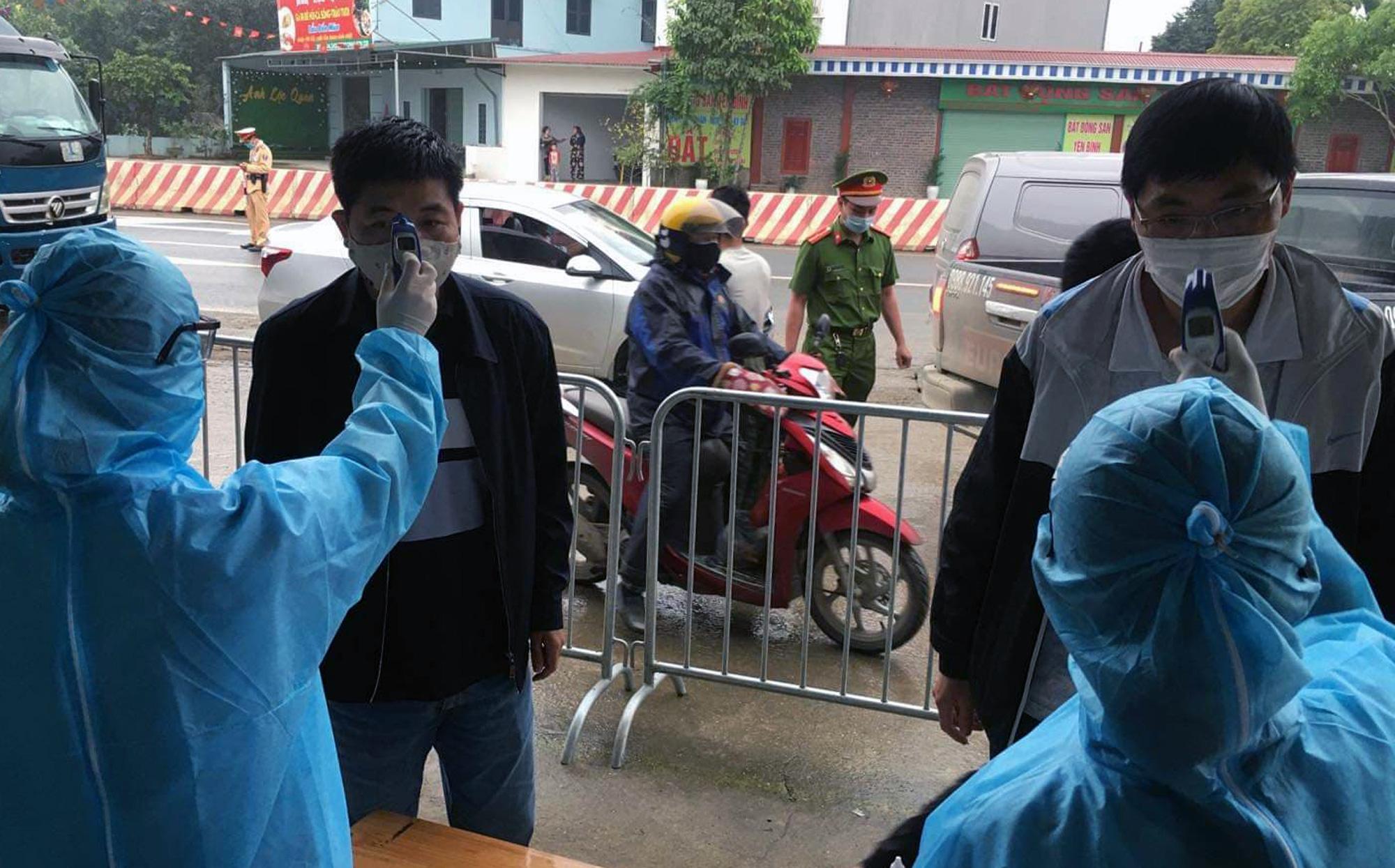 Chốt kiểm soát, giám sát cách li xã hội ở cửa ngõ Thủ đô Hà Nội hoạt động thế nào? - Ảnh 11.