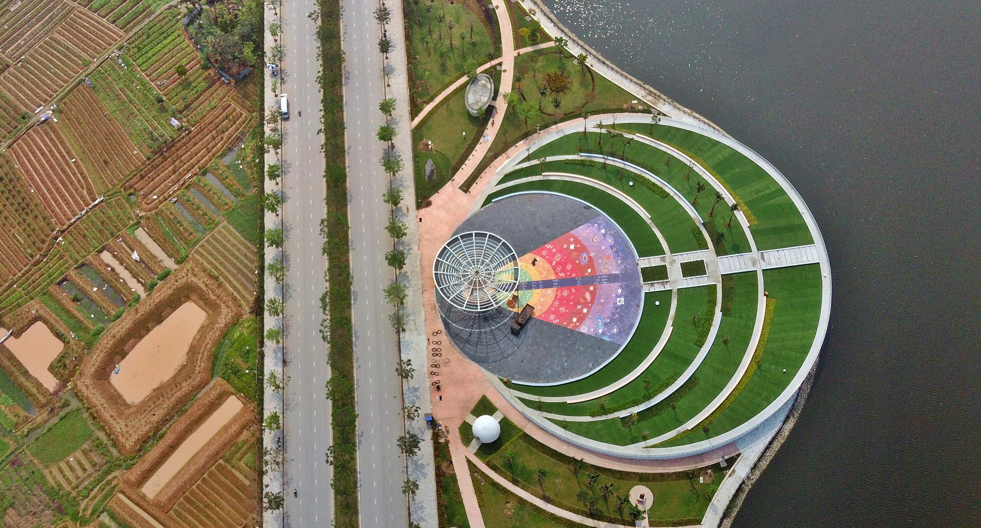 Công viên Thiên văn học đầu tiên Đông Nam Á ở KĐT Dương Nội đẹp lung linh nhìn từ trên cao - Ảnh 5.