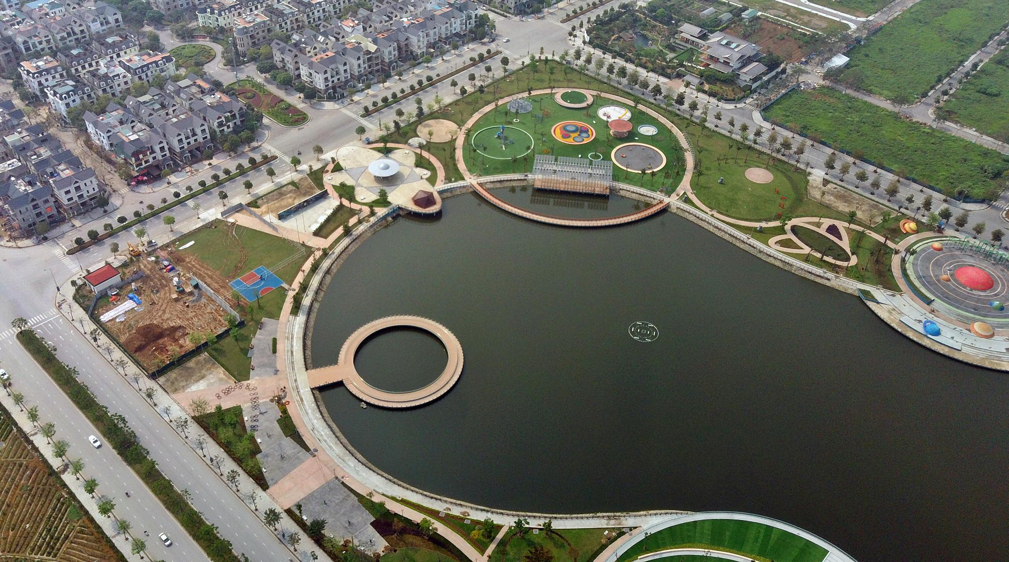 Công viên Thiên văn học đầu tiên Đông Nam Á ở KĐT Dương Nội đẹp lung linh nhìn từ trên cao - Ảnh 8.