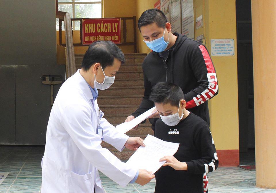 Bệnh nhân 11 tuổi mắc Covid-19 tại Hải Dương ra viện - Ảnh 1.