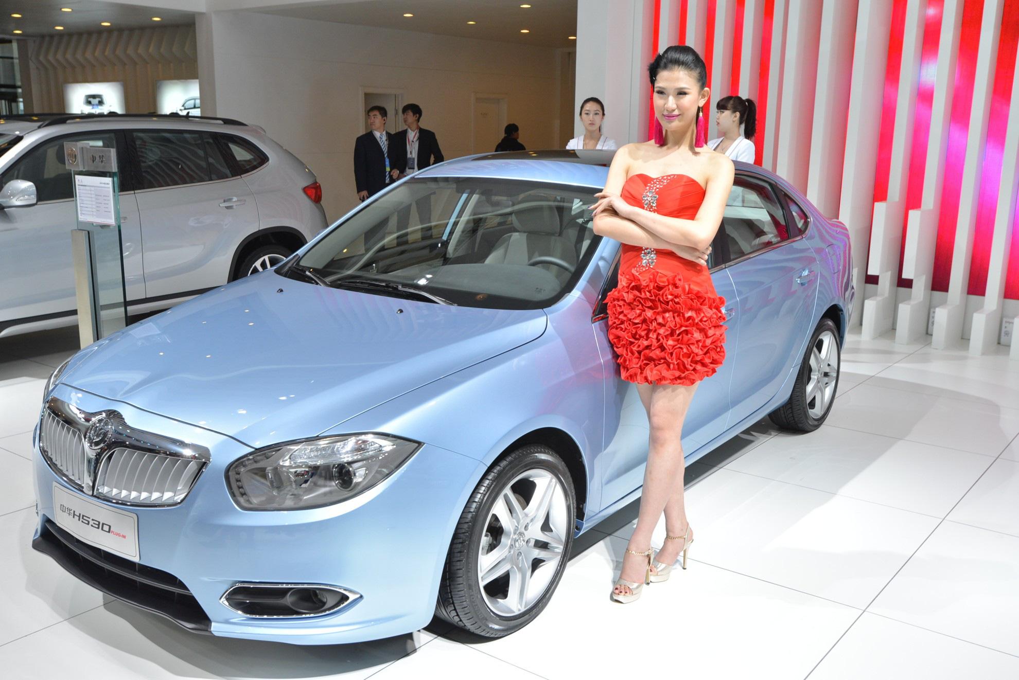 So kè giữa VinFast Lux SA với Brilliance V7: Cửa nào cho xe mác 'Tàu'? - Ảnh 3.
