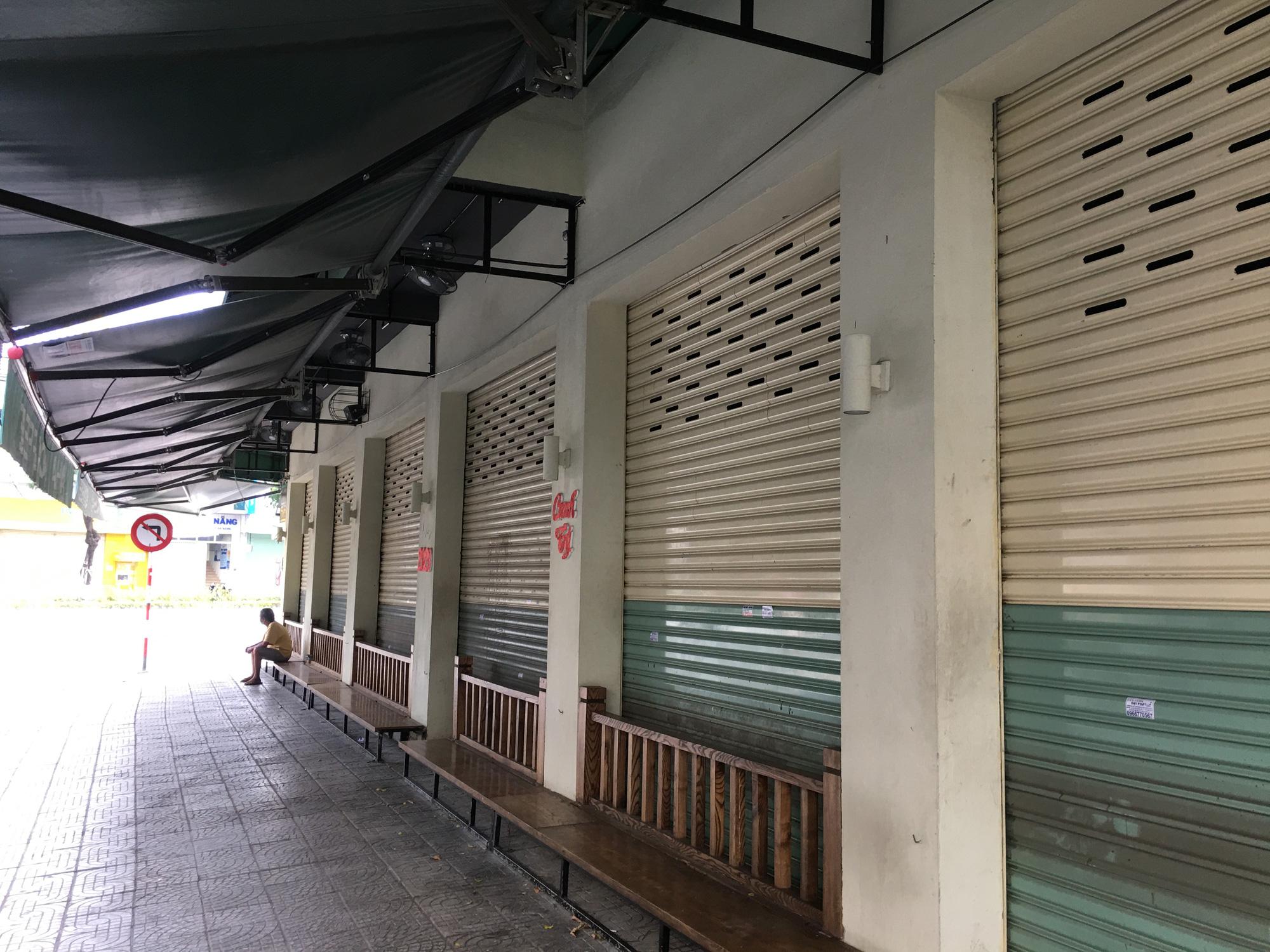 Từ quán cà phê, bánh ngọt đến trà sữa ở Đà Nẵng dừng luôn việc bán online, mang đi khi chính quyền cấm - Ảnh 9.