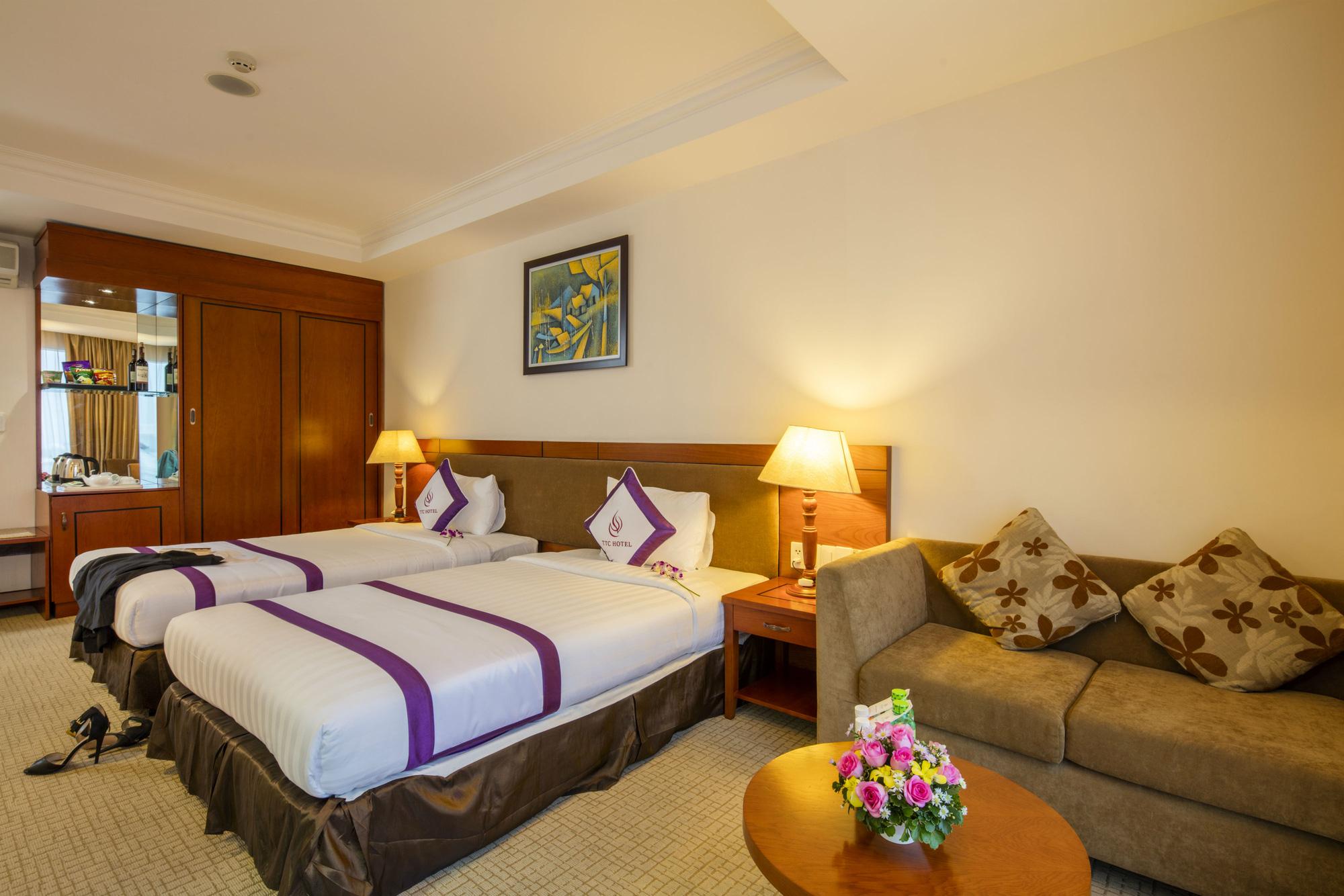 Dùng khách sạn thành nơi cách li cho cán y tế làm nhiệm vụ phòng chống dịch Covid-19 - Ảnh 1.