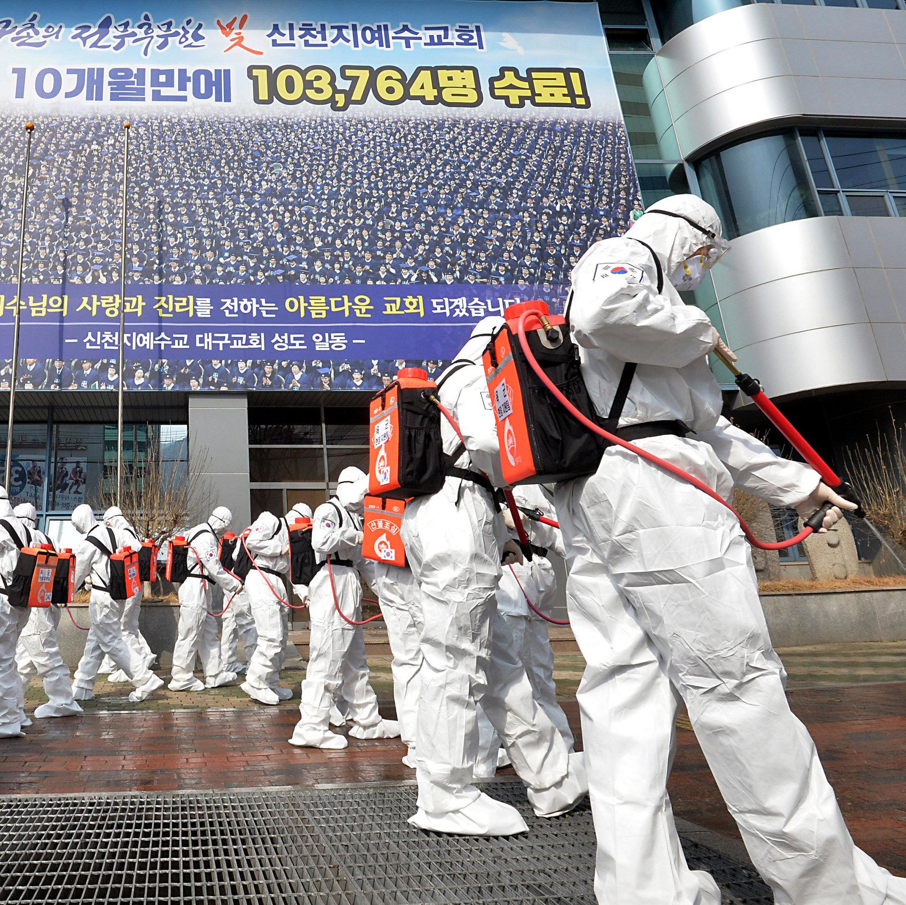 Chạm mốc 1 triệu ca nhiễm toàn cầu: Virus Covid-19 đã lây lan khủng khiếp ra sao? - Ảnh 7.