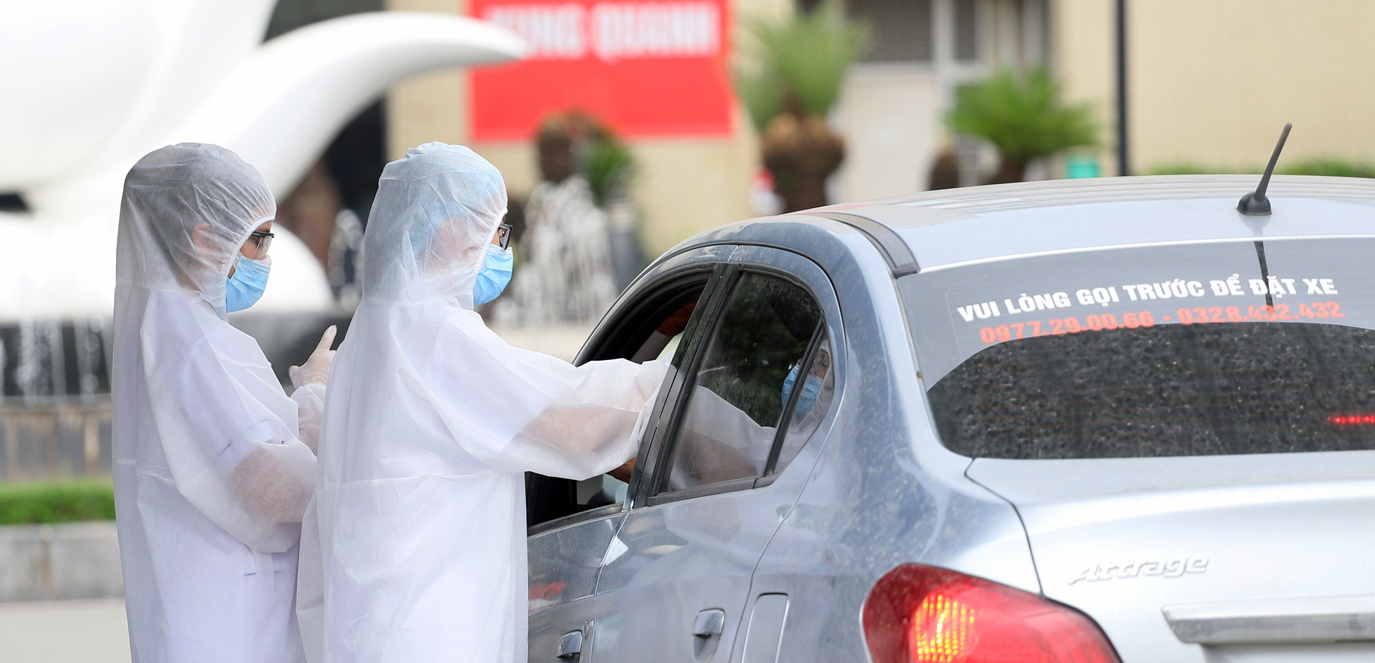 Đề nghị Grab, Be, GoViet, FastGo cung cấp thông tin tài xế, khách đi và đến Bệnh viện Bạch Mai - Ảnh 1.