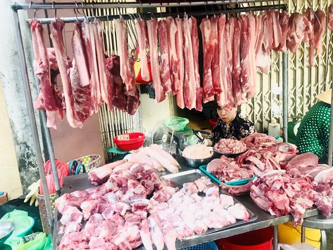 'Muốn mua thịt heo rẻ lên ti vi mà mua!' - Ảnh 2.
