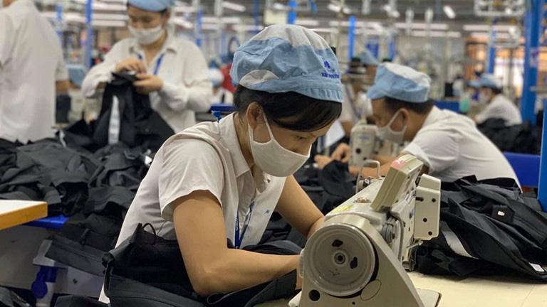 Hỗ trợ tối đa 5 triệu đồng cho lao động ở nước ngoài bị mất việc do dịch Covid-19 - Ảnh 1.