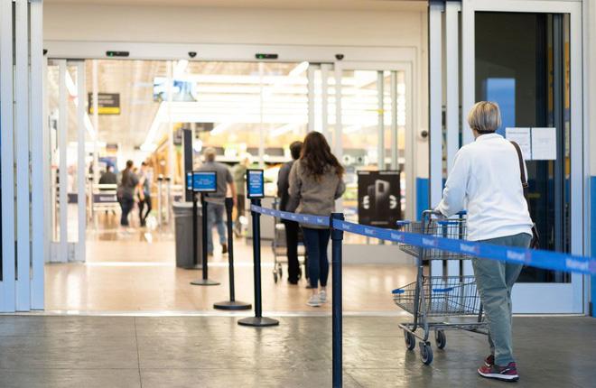 Người dân các nước mua sắm ra sao trong thời 'giãn cách xã hội'? - Ảnh 8.