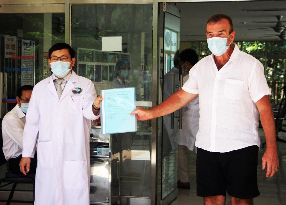 Bệnh nhân 57 mắc Covid-19 được chữa khỏi, Quảng Nam cho xuất viện - Ảnh 1.