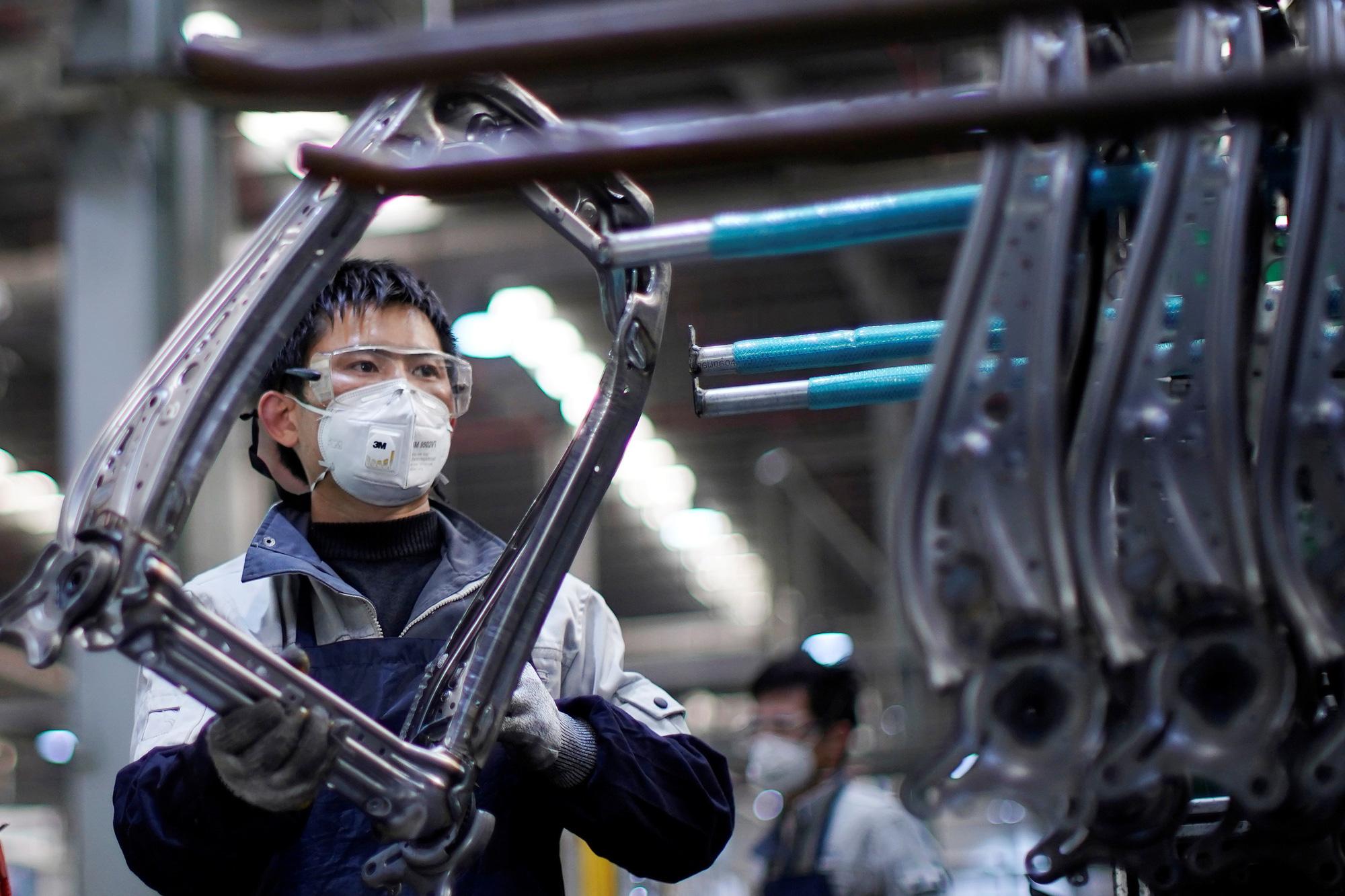 Đến ngành sản xuất ô tô đối mặt với doanh thu thua lỗ hơn 100 tỉ USD - Ảnh 1.