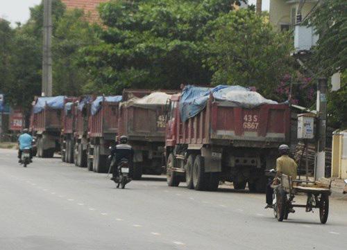 Hà Nội cho phép xe chở vật liệu xây dựng đi lại trong thời gian cách li xã hội - Ảnh 1.