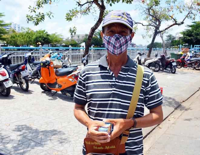 TP HCM và nhiều tỉnh thành hỗ trợ người bán vé số từ 750.000 đồng/người - Ảnh 1.