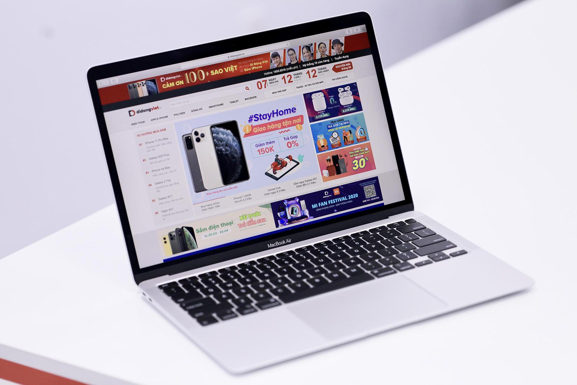 Cận cảnh Macbook Air 2020 đầu tiên có mặt Việt Nam, giá gần 28 triệu đồng - Ảnh 1.