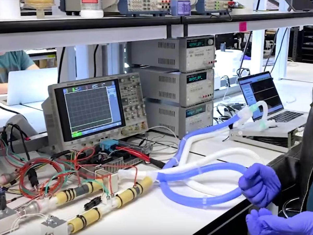 Tesla chứng minh máy thở có thể được chế tạo từ linh kiện ô tô - Ảnh 3.