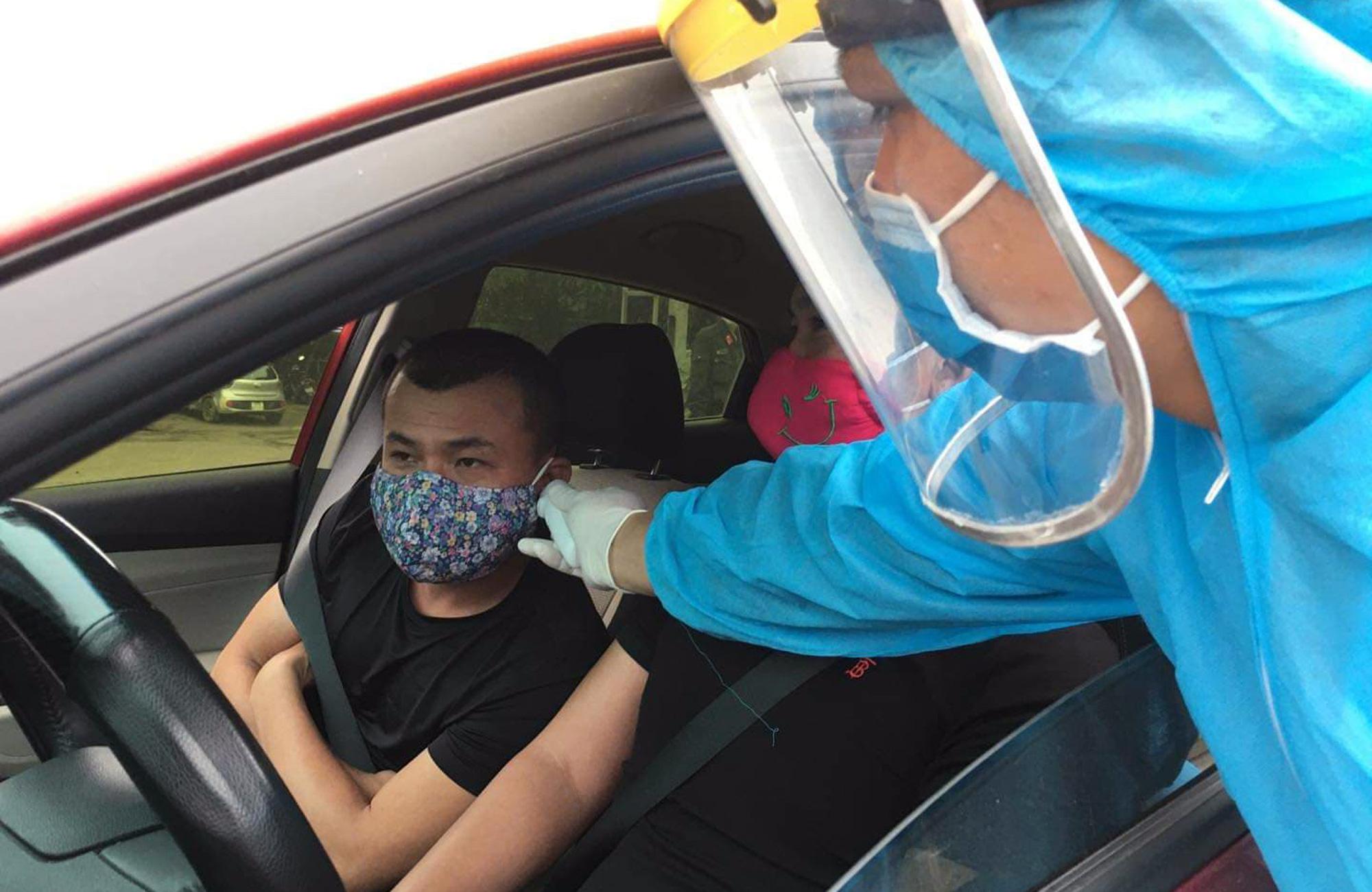 Kiểm soát người và phương tiện từ Hà Nội đi Lào Cai để phòng chống dịch Covid-19 - Ảnh 1.
