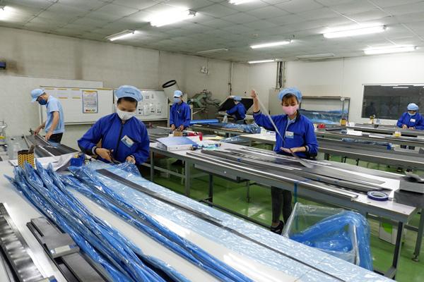 Doanh nghiệp Đà Nẵng có hàng nghìn công nhân 'đối phó' dịch Covid-19 thế nào để sản xuất? - Ảnh 1.