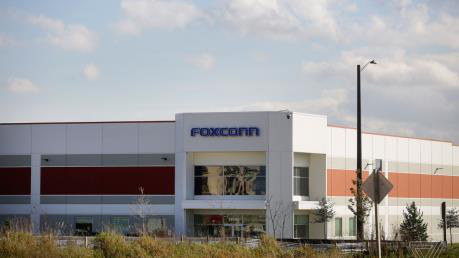 Đối tác của Apple là Foxconn cũng đang bắt đầu sản xuất máy thở - Ảnh 1.