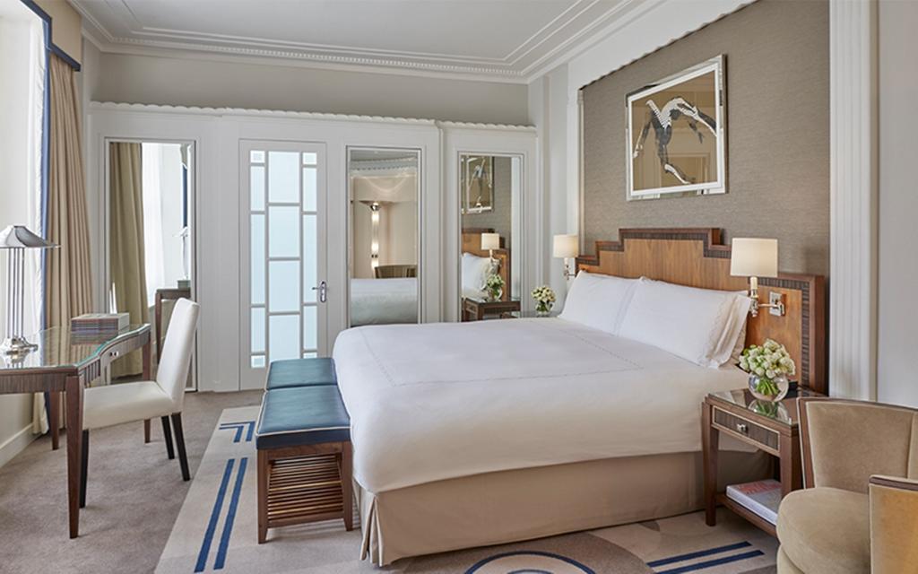 Nhiều khách sạn hạng sang trên thế giới tham gia vào công tác chống dịch Covid-19 - Ảnh 3.