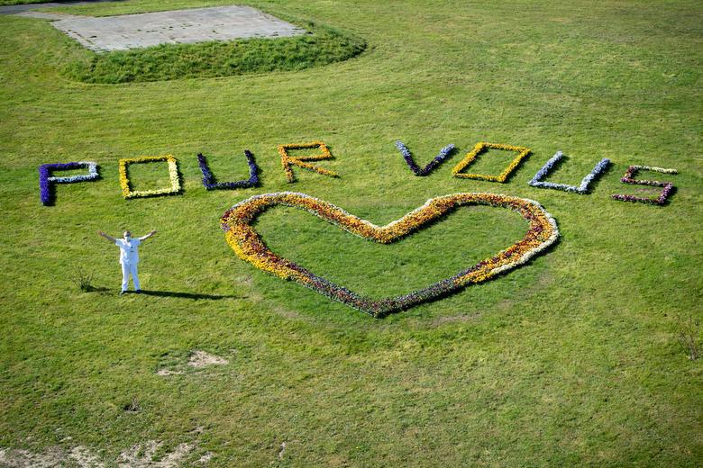 """Chùm ảnh: """"Chúng ta có thể chiến thắng"""" -  Những thông điệp ý nghĩa cổ vũ cuộc chiến chống Covid-19 trên toàn thế giới - Ảnh 3."""