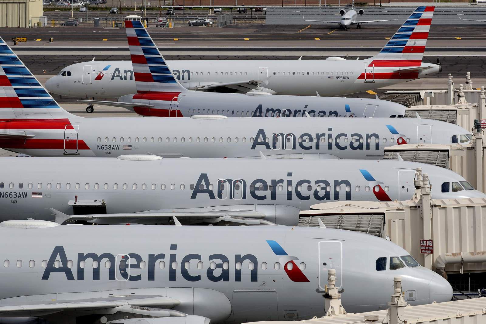 Mỹ: 100 tiếp viên của American Airlines bị nhiễm Covid-19 - Ảnh 1.
