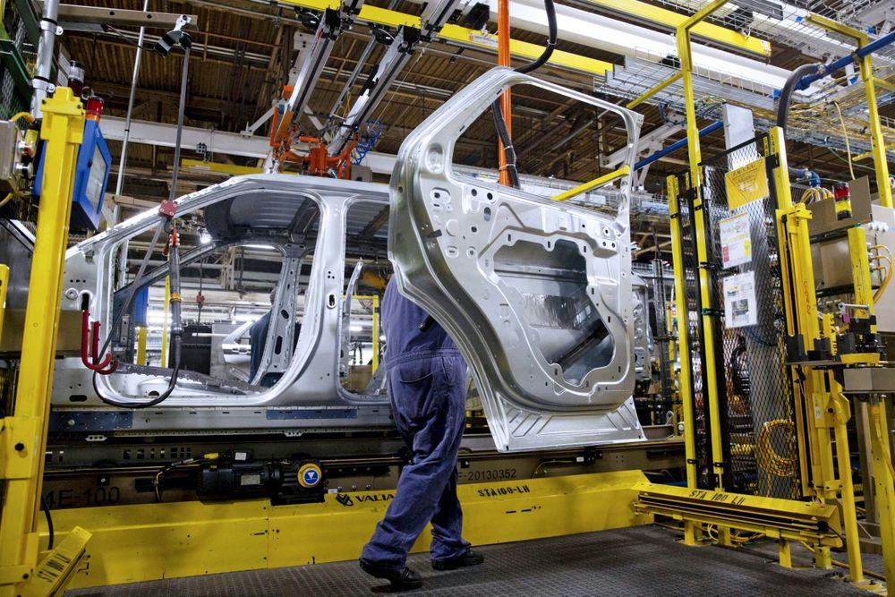 Ngành công nghiệp ô tô đang đối mặt với cuộc khủng hoảng chưa từng có trong lịch sử - Ảnh 2.