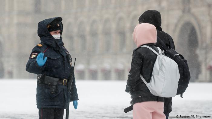 Hình ảnh: Cách phạt người dân không tuân thủ lệnh phong toả trên toàn thế giới - Ảnh 11.