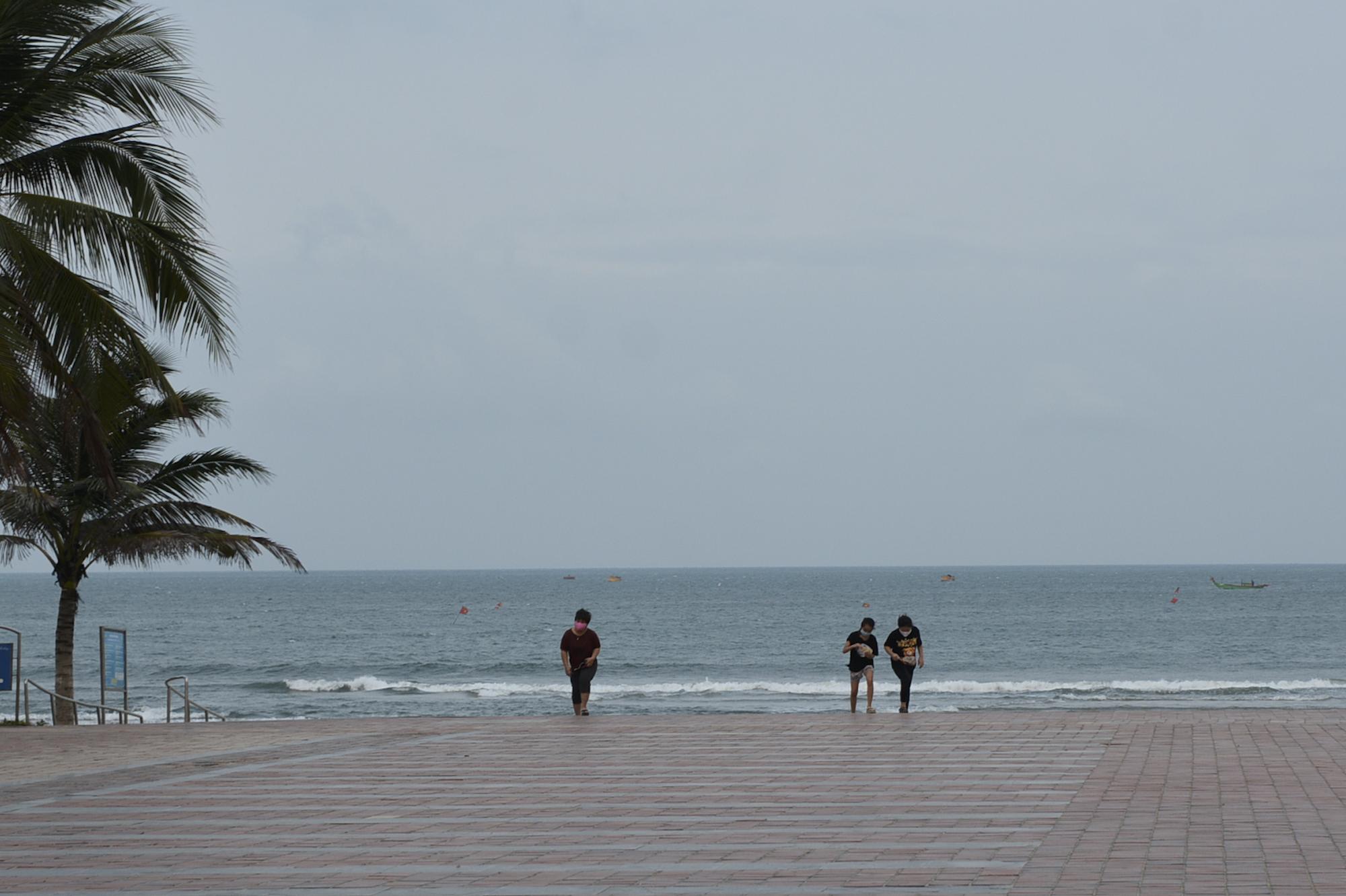Người Đà Nẵng ra đường đông như không có cách li xã hội - Ảnh 11.