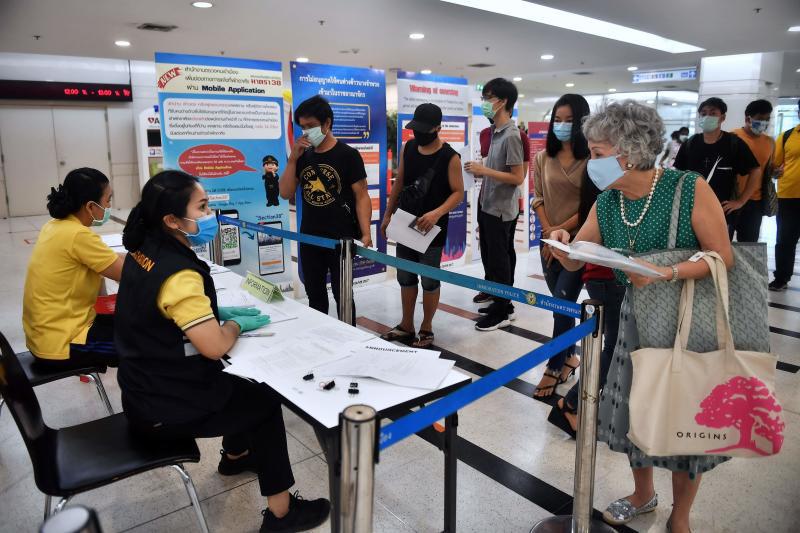 Thái Lan gia hạn thị thực cho du khách nước ngoài mắc kẹt vì dịch Covid-19 - Ảnh 1.