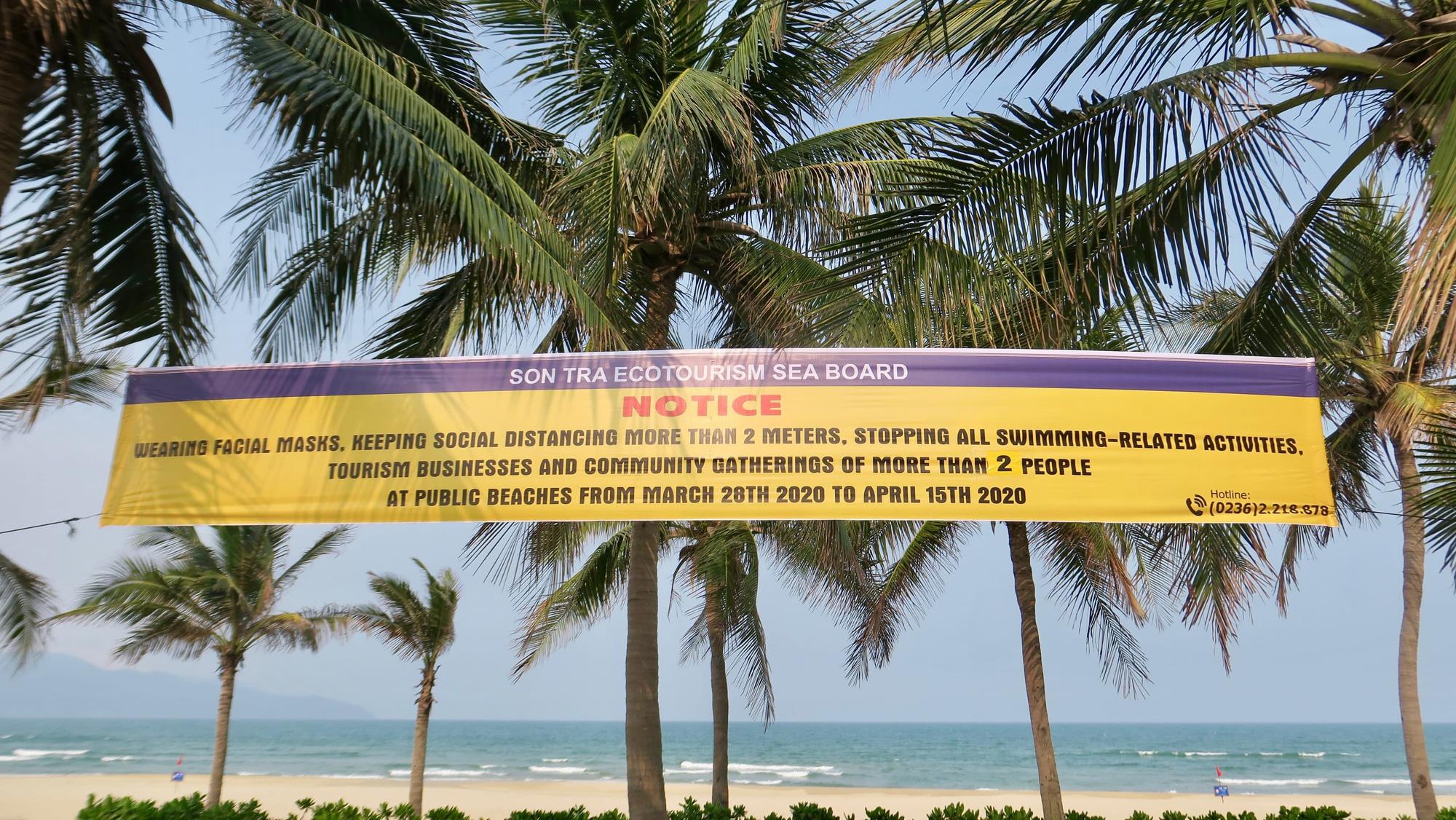 Từ các bãi biển hoang vắng: Đại dịch Covid - 19 đã làm tổn thương ngành du lịch Việt Nam thế nào? - Ảnh 1.