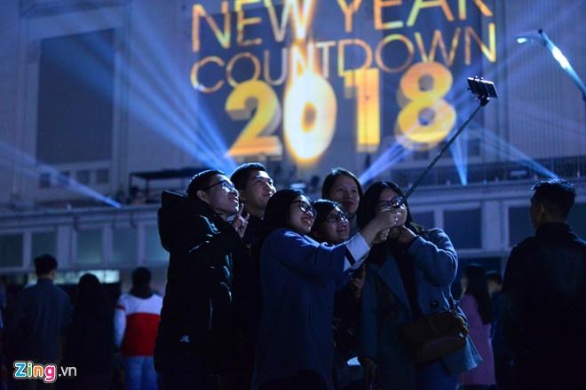 huong dan di xe buyt tu long bien den ho guom xem le hoi dem nguoc countdown 2019
