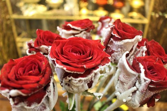 hoa hong thet gia gap 3 lan ngay thuong van chay hang dip valentine