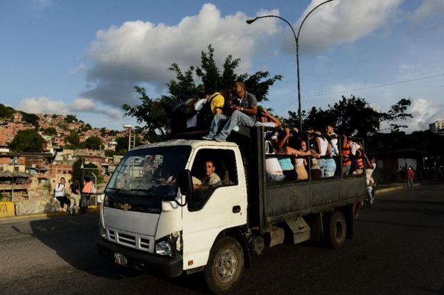 xe nhoi nhet nguoi ngay cang thinh hanh o venezuela