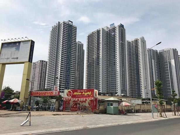 cu dan singapore trong long ha noi goldmark city xuyen dem chan xe phan doi chu dau tu